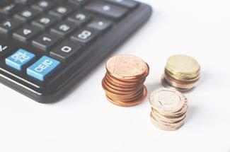 Como Mejorar el Retorno de Inversión (ROI) en el Mercadeo Por Internet - Featured Image