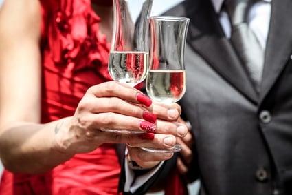 cerimony-champagne-man-1033-825x550